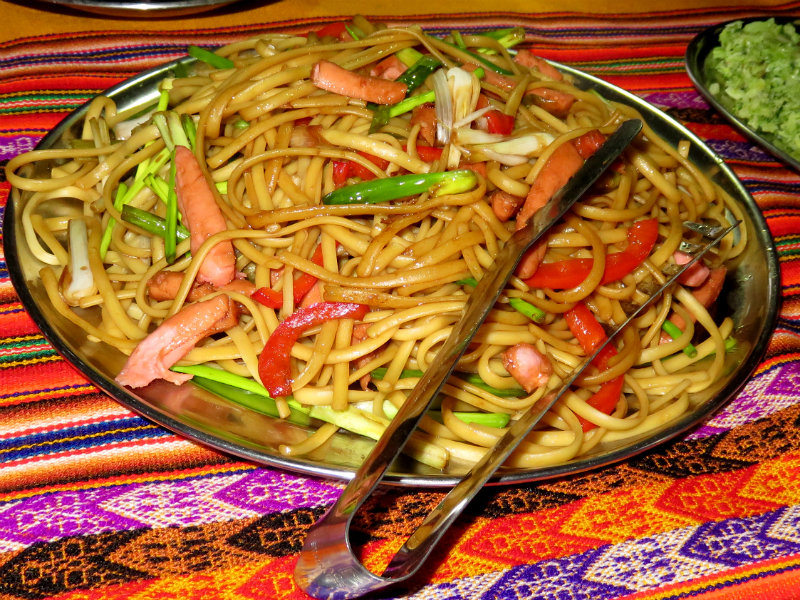 cena en el camino inca